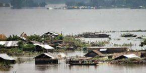 Jinke Makaan Ek Pal Mein Doob Jaate Hai - Assam Floods Hindi Shayari